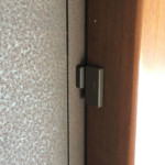 Sensor de abertura marrom no batente